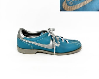 Vintage 80s Nike Powder Blue & Silver Leather Bowling Shoes // nikes // 1980s // light // metallic // lace // tie //