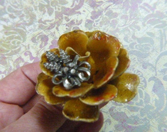 Vintage VENDOME Flower Brooch Gold Enamel - BR-327 - VENDOME Gold Enamelware Flower Brooch -Circa 1960s Vendome Brooch