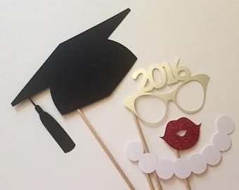 2018 jetzt auch Graduierung Photo Booth Requisiten. Abschluss. Klasse von 2016. Glitter und Metallic. Silber. 4er Set