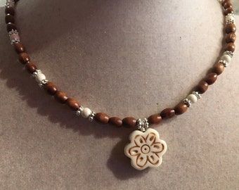 White Turquoise Necklace - Brown Wood Jewelry - Gemstone Jewellery - Flower Pendant - Fashion - Boho