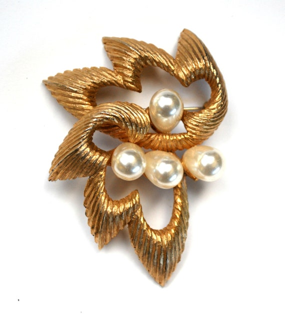 Pearl Gold Brooch Signed Marvella Abstract floral mid century  Atomic Brooch pin