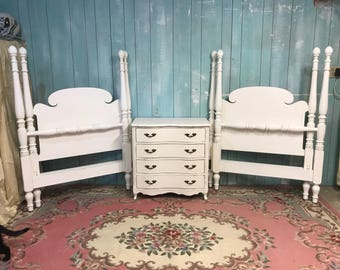 3 pc set matching twin beds nightstand dresser white shabby chic kids
