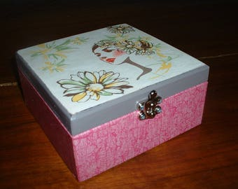 "Nice gift box ""face among the flowers"""