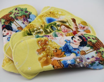 """Snow White and the Seven Dwarfs Set of Four 6"""" Liners"""