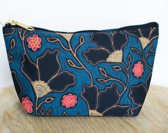 T-bottom or No Bottom Accessory Pouch | Dark Blooms |