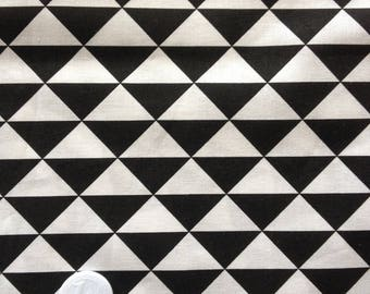 coupon 25 X 25 cm patchwork fabric / black triangle