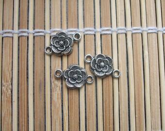 3 flowers in silver metal connectors