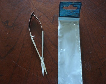 Fussy Cutting Tweezers Scissors for paper and fabric - Easy to cut in tight places