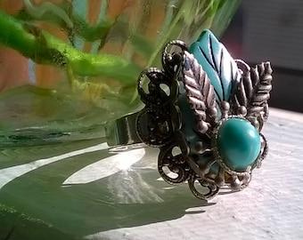 Vintage 1950's Celluloid Filigree Leaf Ring