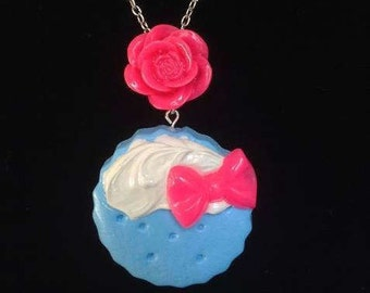 Blue cookie-n-cream necklace