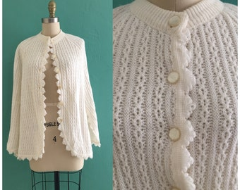 vintage 70's scalloped poncho // button front boho poncho ~ one size