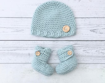 duck egg green baby boots and hat set, baby gift set, crochet baby booties hat, baby shower gift, green winter baby hat