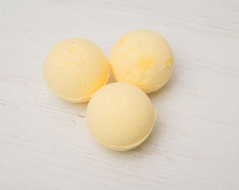 Luscious lemon bath bomb