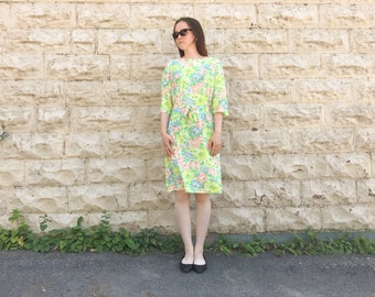 Vintage 1960s Floral Boatneck Knee Length Summer Nylon Shift Dress with 3/4 Length Sleeves and Matching Belt