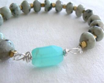 Blue Peruvian opal jasper gemstone stretch bracelet. Gemstone jewelry. Women stretch bracelet. Boho blue opal bracelet. Accessory gift