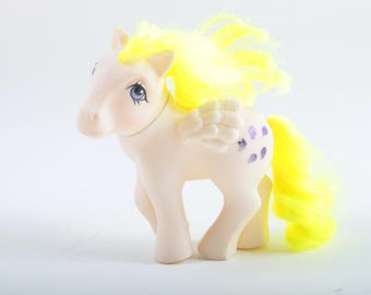 Surprise Pegasus Pony, Vintage, My Little Pony, White, Wings, Yellow Hair, Five Purple Baloons Symbol, MLP, Toy ~ The Pink Room ~  160924
