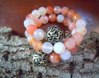 Memory wire salmon pink agate bracelet, pink bracelet,  autumn trends, agate bracelet, woman trends, wire bracelet
