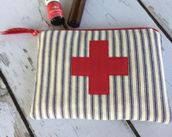 New First Aide Essential Oil Bag, Roller bottle or 5ml holds 6-8)