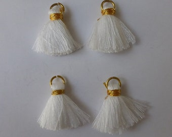 4 x White tassel charms 2cm - Tassel pendant - Tassel charms - Small tassels - Cotton tassels - Earrings Bracelet findings [MC043]