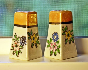 Lusterware Salt & Pepper Shakers, Miniature, Porcelain, Lustreware, Luster Ware, MIJ, Japan, 1930s, Art Deco, Ivory, Flowers, Cork Stoppers,