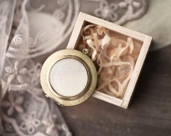 White tulip large locket necklace, Mothers day gift, Brass photo locket, White locket, Long locket necklace, Photo holder, Long necklace