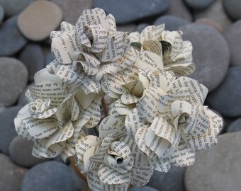 Paper Rose Bouquet (12 Roses) by The Craftea House