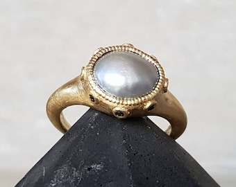 Fresh pearl ring-grey pearl ring- free form natural pearl ring-18k gold pearl ring-green diamond pearl ring-ancient ring-organic gold ring