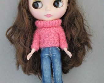 Knitted sweater for Blythe.