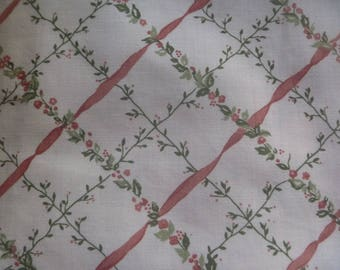 floral patterned cotton fabric remnant (140 x 127cm) vintage fabric