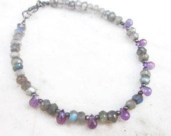 Labradorite and amethyst bracelet, layering gemstone bracelet, stone beaded bracelet, boho chic bohemian dainty flashy bracelet