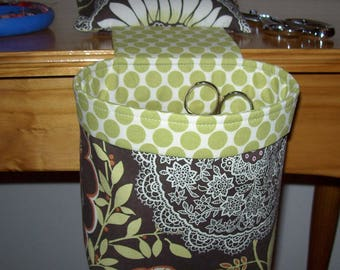 Thread Catcher / Scrap Caddy / Scrap Bag / Pin Cushion / With Rubberized Gripper Strip / Amy Butler Lacework Olive