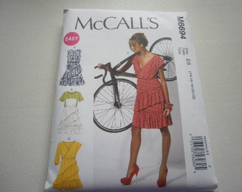 Pattern Womens Dress 4 Styles Sizes 14 to 22 McCalls 6694 A