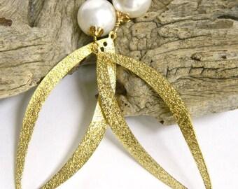 Dangle Earrings for Women Gold Earrings Gift for Women Long Earrings Gift for Wife Statement Earrings Pearl Earrings for a Gift