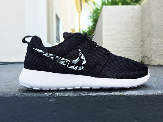 nike roshe run sneakers black and white clip