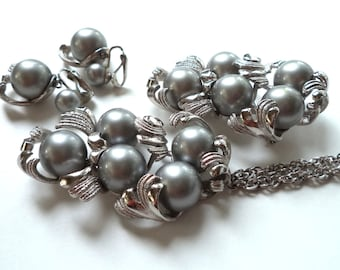 Grey Dangle Pearl Pendant, Necklace, Brooch and Earrings Set Articulated