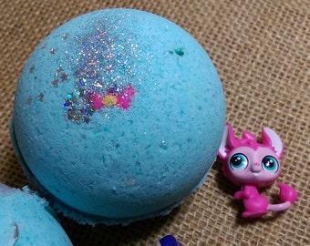 Littlest PET SHOP SuRpRiSe Kids' Fizzing Bath Bomb ~ with Authentic Figure and Deco-Bit Hidden Inside!!