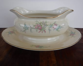 Homer Laughlin Eggshell Nautilus Calai Gravy Boat with Attached Underplate