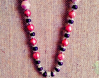 Beautiful Handcrafted 22 inch necklace and matching earrings set. Lovely agate pendant. Pink cultured pearl beads. Silver  magnetic clasp