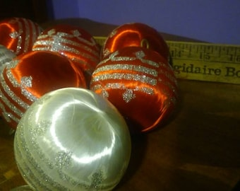 Vintage Christmas Ball Ornament with Glitter Design Five Red and Two White
