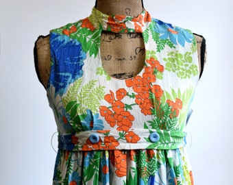 Vintage Hawaiian Style Dress   1960s Maxi Summer Floral Print Dress. Long White Dress With Bright Color Flowers. Blue, Orange, Green. 60s