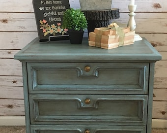 Refinished vintage Drexel nightstand/small dresser ****Pick up only****