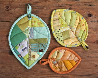 Leaf Potholders ( scrappy patchwork mug-rug hot-pad coaster quilt pattern )