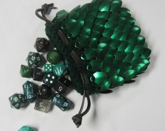Scalemail Dice Bag in knitted Dragonhide Armor Forest Green