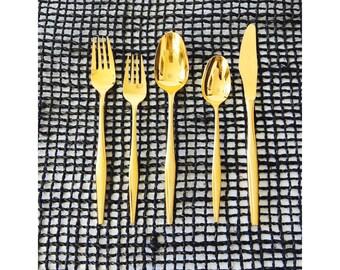 Mid Century Gold Flatware Set / 4 Place Settings / 20 Pieces / Florentine