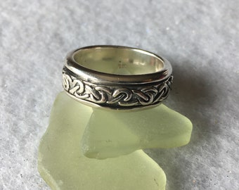 Ring-sterling silver soinner ring with Celtic design