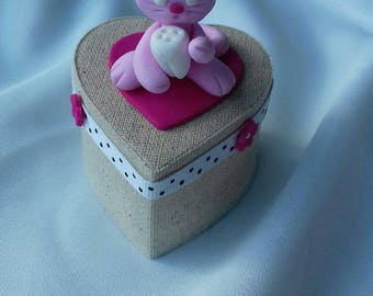Pink mouse teeth heart box