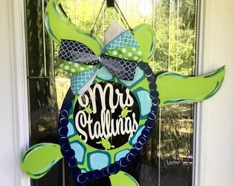 Sea turtle, sea turtle door hanger, personalized sea turtle, personalized door hanger, ocean theme door hanger, turtle door decor