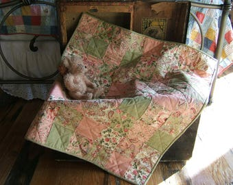 A Sweet Baby Quilt (Item #191)