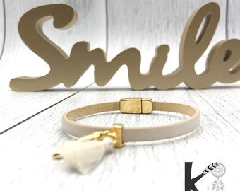 Ivory leather and gold metal shell bracelet