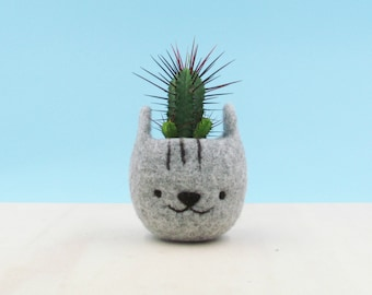Cute plant pot / gift for her / Felt succulent planter / Neko Atsume special edition / Grey cat vase / Cat  / Kawaii kitty gift